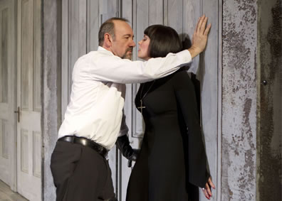 Kevin Spacey's Richard pins Lady Anne to the wall