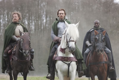 The king and lords on horses, the king on white, the other two on brown, the knightes in armor, Fluellen and Henry in green cloak, York in gray